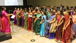 Coro-cantando-en-conferencia-de-estaca-en-India-mormones
